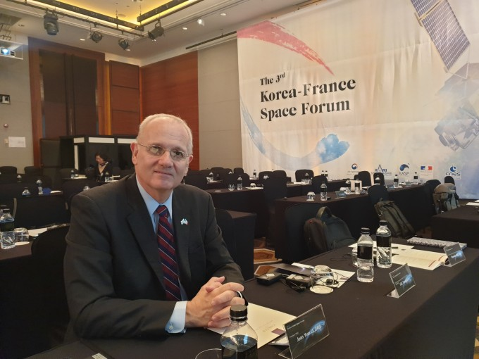 지난 17일에 열린 한불 우주포럼에서 장 이브 르갈 프랑스국립우주연구원장은 우주산업 분야에서 한국과 프랑스가 협력해나갈 것을 기대했다.