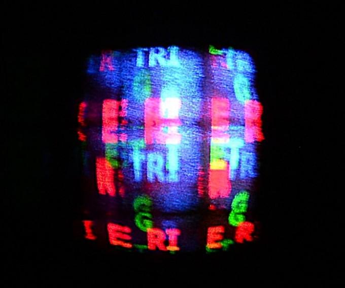 ETRI가 새롭게 개발한 픽셀과 컬러 홀로그램 패널을 이용해 홀로그램을 만들었다. ETRI 제공