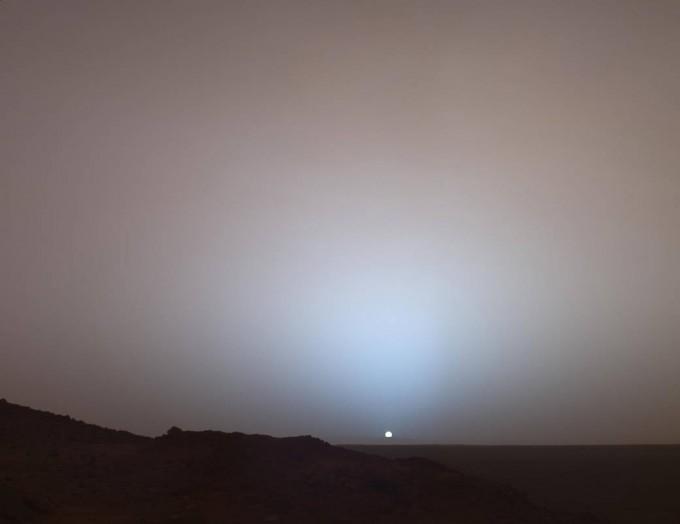 스피리트가 오후 6시7분 화성 일몰의 모습을 촬영했다. NASA 제공