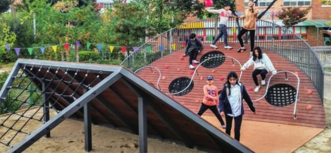 경기도 파주 해솔초 운동장에 있는 놀이기구인 해솔꿈터.EUS+건축 제공