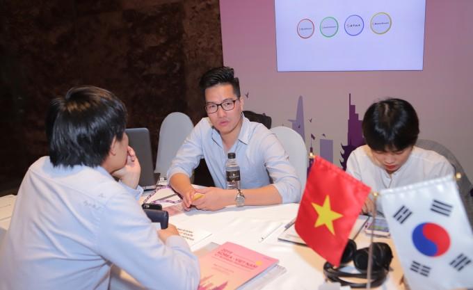 23일(현지시간) 베트남 호치민 인터콘티넨탈 사이공에서 열린 1:1 비즈니스 미팅에서 데이터스트림즈가 상담을 진행하고 있다. 과기정통부 제공