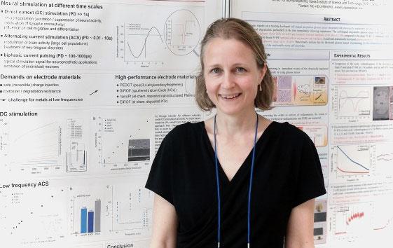 """21일 KIST에서 개최된 제4회 국제신경공학컨퍼런스에 참석한 마리아 애스플런드 독일 브라이부르크대 그룹리더는 """"다양한 분야 연구자가 한 데 모이는 연구 기회가 뇌공학 발전에 중요하다""""고 말했다. 윤신영 기자"""