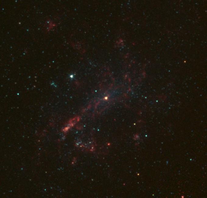 우종학 서울대 물리천문학부 교수 연구팀은 지구로부터 1400만광년 떨어진 왜소은하 ′NGC 4395′의 중심 블랙홀이 태양 질량의 약 1만 배임을 밝혀냈다. 미국항공우주국 제공