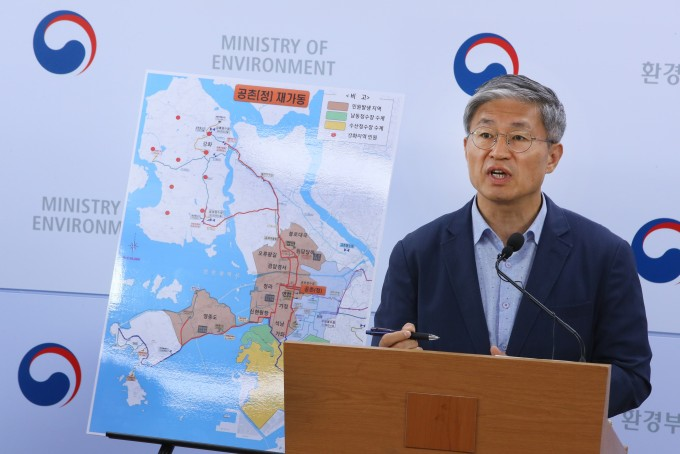 환경부는 20일째 지속되던 인천 '붉은 수돗물' 사태의 직접적 원인으로 무리한 수계전환을 꼽았다. 연합뉴스 제공