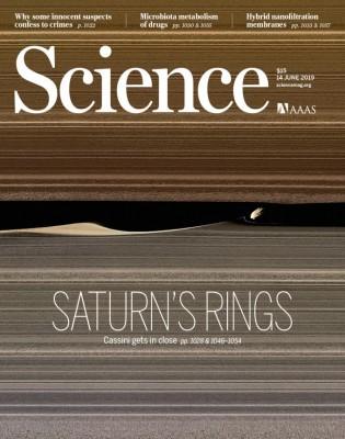 [표지로 읽는 과학] 카시니호가 마지막으로 보내온 토성 고리 모습들