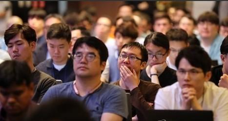 코엑스에서 모바일 컴퓨팅 분야 국제학회 ′ACM 모비시스′가 카이스트 주관으로 개막했다. 청중들이 강연에 집중하며 듣고 있다. 연합뉴스 제공