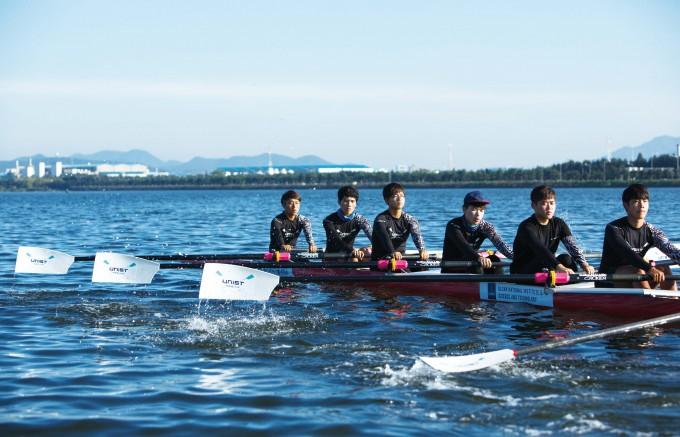 UNIST 조정부가 태화강에서 훈련하고 있다. UNIST 제공.