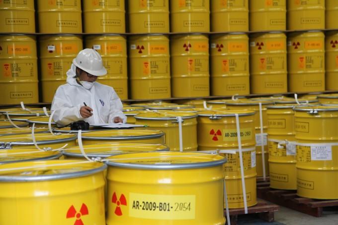 한국원자력연구원이 경주 방폐장으로 보낸 방사성 폐기물 2600드럼 중 2111드럼에서 핵종 분석 오류가 있던 것으로 드러났다. 동아사이언스 DB