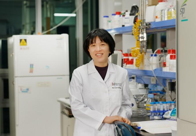 조윤경 울산과학기술원(UNIST) 생명공학과 교수 연구팀이 혈액에서 혈구를 제외한 액체 성분인 혈장에서 세포 정보가 담긴 나노소포체를 포획해 암을 진단하는 혈소판 칩을 개발했다. 다양한 암 진단에 적용될 수 있을 것으로 기대를 모은다. 기초과학연구원 제공