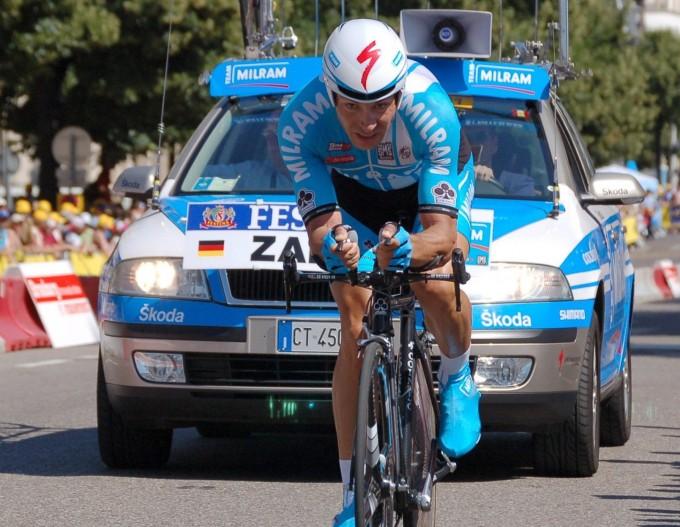 극한의 사이클 경주로 유명한 ′투르드프랑스′에서 참가선수가 역주하고 있다. 위키미디어 제공.