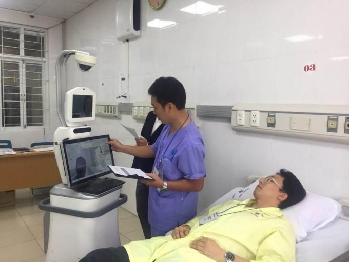 서울대병원 김석화 교수팀과 퓨처로봇이 원격협진이 가능한 로봇시스템을 개발했다.