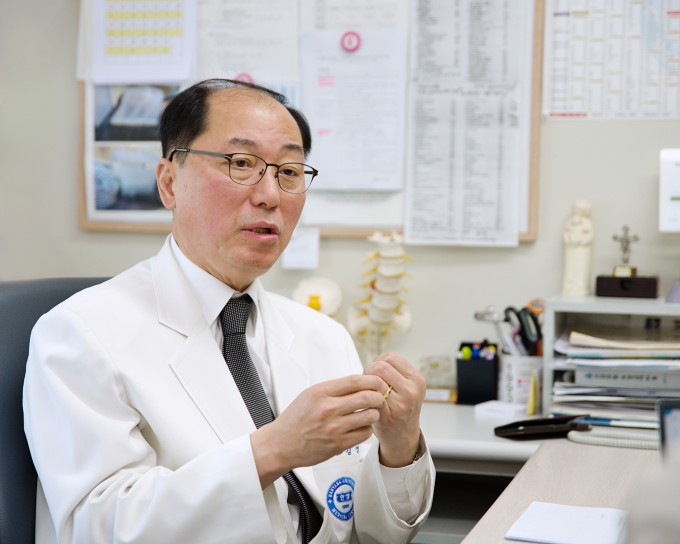 김영수 대한의료로봇학회 명예이사장(한양대병원 신경외과 교수).