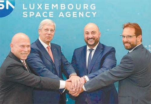 룩셈부르크 정부는 2018년 우주청을 설립하고 우주  소행성에서 희귀 광물을 얻는다는 구상도 밝혔다. 우주청 창설 기념식에 룩셈부르크 에티엔 슈나이더 부총리(오른쪽에서 두번째)가 참석한 모습이다. 룩셈부르크 우주청 제공