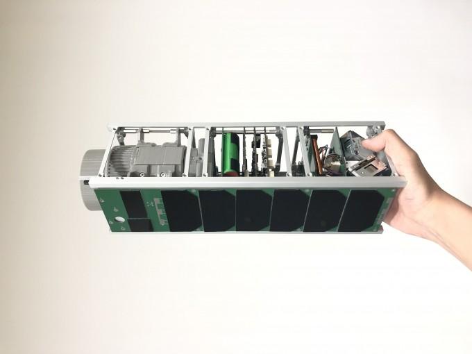 나라스페이스테크놀로지가 개발한 3유닛(U, 10cm 정육면체 크기의 초소형위성 단위) 위성이다. 박재필 제공