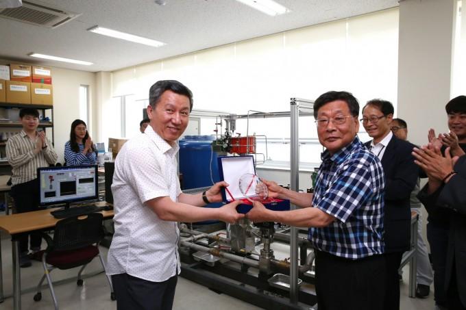 한국원자력연구원은 지난 10일 현장애로기술 지원사업 대상 기업들로부터 감사패를 전달받았다고 16일 밝혔다. 원자력연 제공
