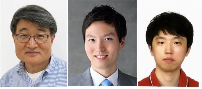 조길원 포스텍 화학공학과 교수(왼쪽)와 정윤영 전기전자공학과 교수(가운데), 이시영 화학공학과 박사과정생 공동연구팀은 목에 붙이는 패치 형태의 고성능 마이크를 개발했다고 밝혔다. 포스텍 제공