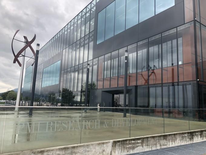 스위스 북동쪽 뇌샤텔시에 자리잡은 필립모리스인터내셔널 R&D센터 ′큐브′ 정면. 뇌샤텔(스위스)=김민수기자