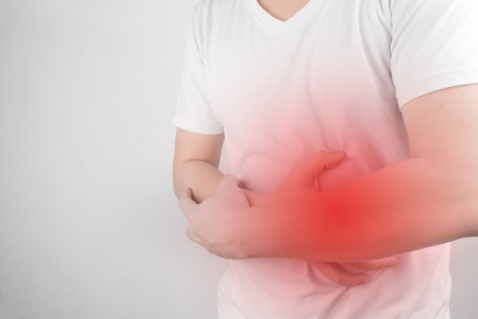 지금까지 학계에서는 위암 발병 주요원인이 헬리코박터 균 감염으로 알려져 있었다. 그런데 최근 분당서울대병원 연구팀이 음주, 흡연, 식습관 등 생활습관이 더 중요한 요인이 될 수 있다는 연구 결과를 내놨다. 게티이미지뱅크 제공
