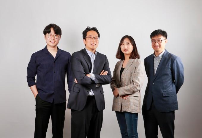 연구를 주도한 류재건 포스텍 박사후연구원과 이준희 UNIST 교수, 서지희 UNIST 석사과정 연구원, 이호식 UNIST 연구조교수(왼쪽부터). UNIST 제공.