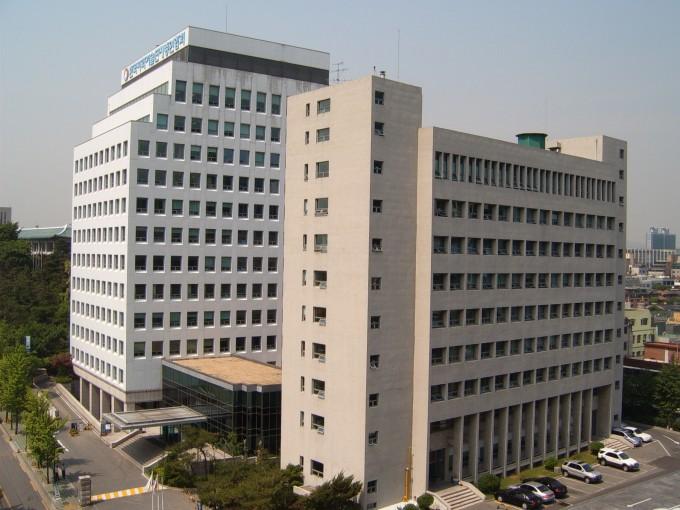 한국과학기술회관 본관(오른쪽)과 신관(왼쪽)의 모습. 본관은 현재 사이언스 플라자 건설을 위해 철거된 상태다. 한국과학기술총연합회 제공