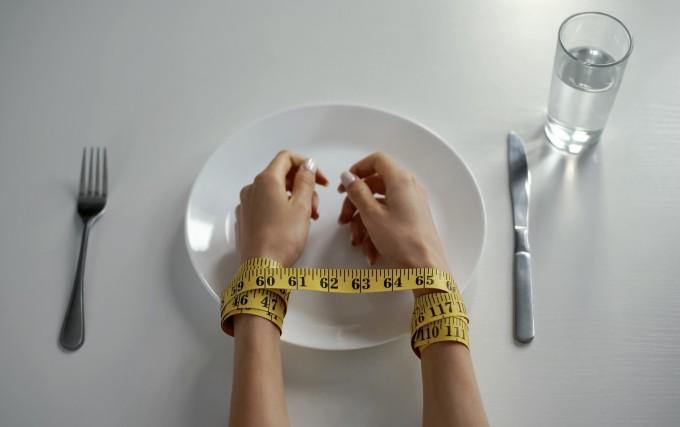 거식증은 유전적인 요인에 따른 '정신질환'