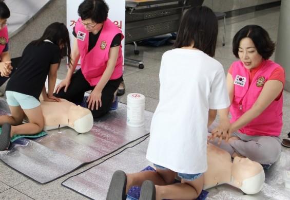 [의학게시판] 경희의료원, 심폐소생술 캠페인 진행 外