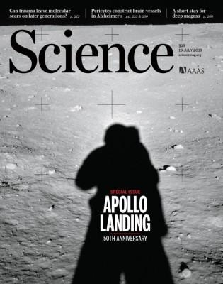 [표지로 읽는 과학] 인류 달에 서다