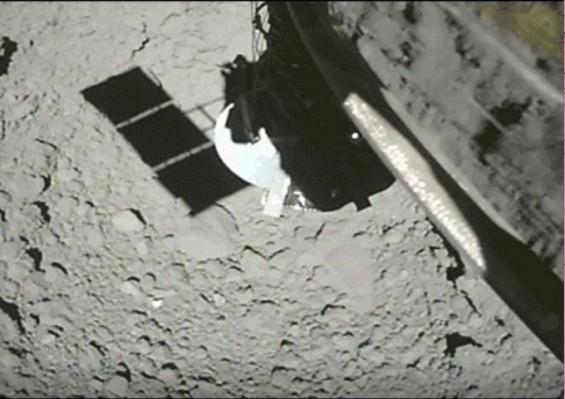 日소행성탐사선 '하야부사2, 류구 샘플 채취 순간 포착 영상 공개