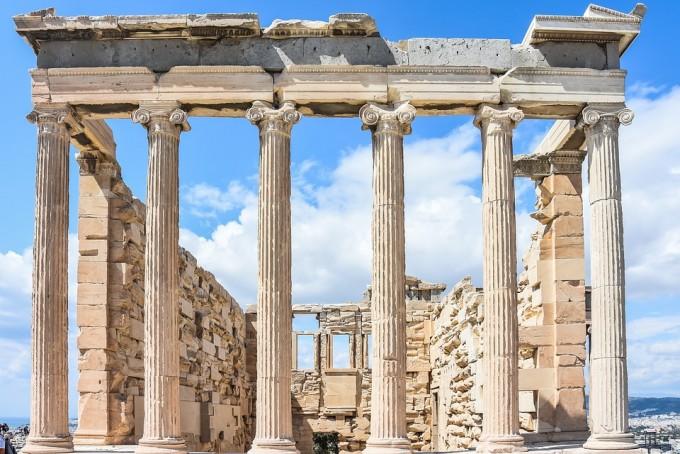 아테네 그리스의 파르테논 신전(아크로폴리스). 아래로 내려가면 토론의 장이었던 아고라가 있다. 픽사베이 제공