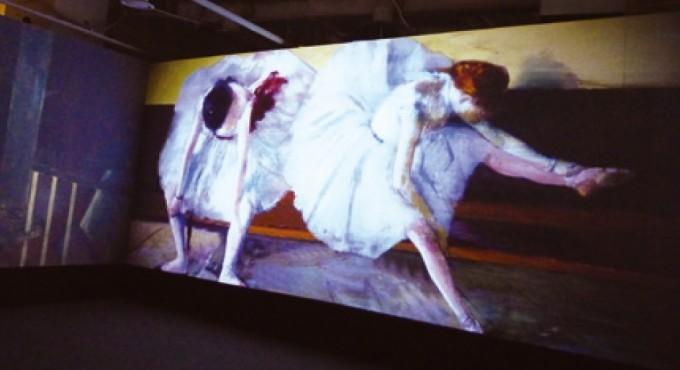드가의 1879년 작품인 ′두 무용수′. 쉬고 있는 두 무용수의 가쁜 숨소리가 느껴질 정도로 드가는 그 순간을 잘 포착해 화폭에 담았다. 이 그림 한 장으로 발레가 얼마나 에너지를 많이 쓰는 예술인지 엿볼 수 있다. 빅피쉬 C&M