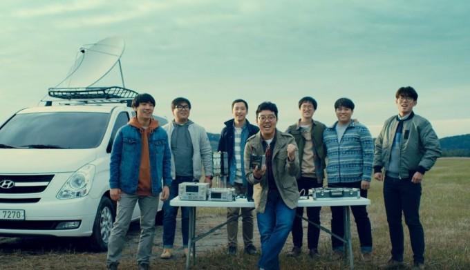 박재필 나라스페이스테크놀로지 대표(가운데)는 한국 최초 우주 스타트업을 차린 청년 창업가다. 현대자동차 유튜브 공식계정 캡처.