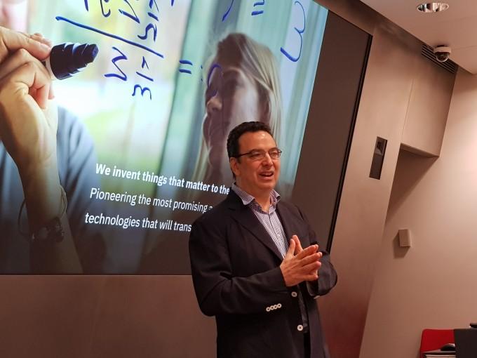 5일 컴퓨터의 미래에 대해 강연하는 알레산드로 쿠리오니 IBM 리서치 취리히 연구소장. 이영혜 기자