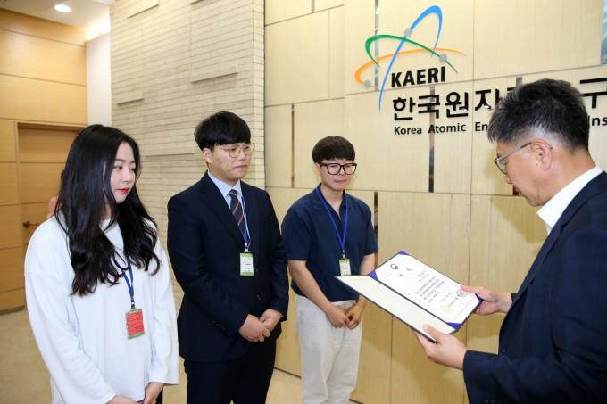 한국원자력연구원 창립 60주년 기념 미래 원자력기술 아이디어 공모전에서 ′엠알아이′ 팀이 대상 격인 과학기술정보통신부장관상을 받았다. 한국원자력연구원 제공