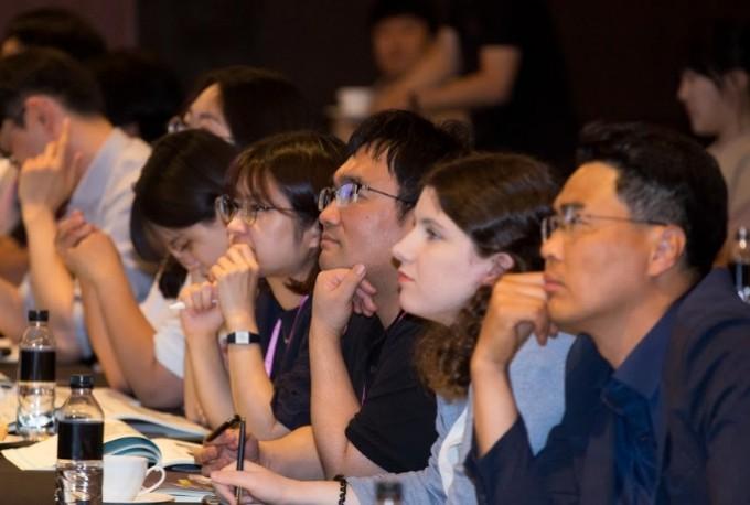 참석자들이 강연 내용에 집중하고 있다. 코리아스페이스포럼/AZA