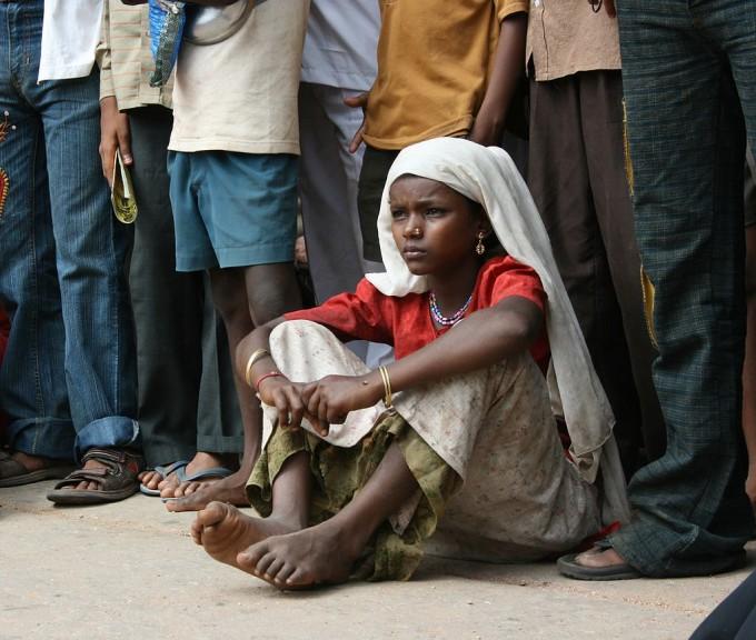 지구촌에는 여전히 많은 사람들이 맨발로 생활하고 있다. 빈곤 때문이라는 걸 생각하면 딱한 일이지만 발의 건강 측면에서 보면 오히려 우리보다 낫다. 위키피디아 제공