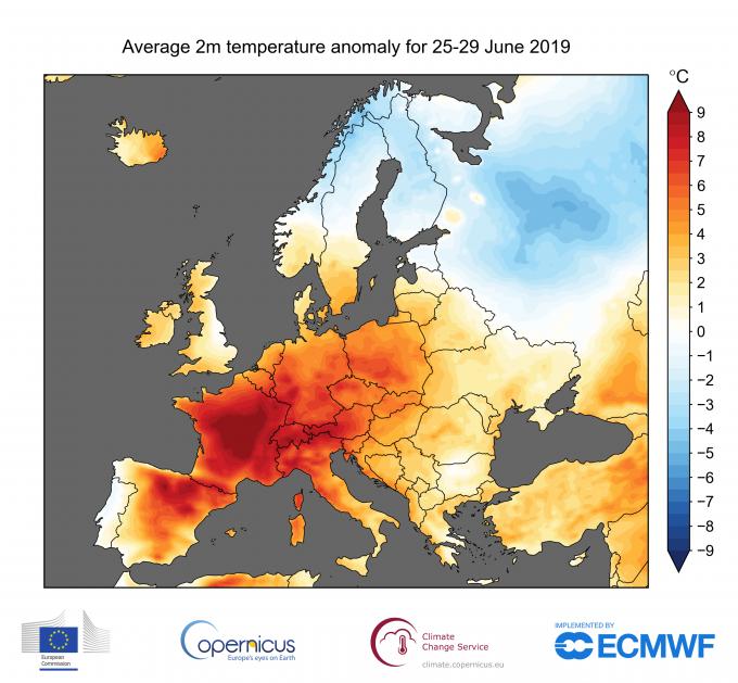지난달 28일 프랑스 남부 프로방스 갈라구에르몽트 마을이 45.9도를 기록하는 등 기록적인 열파가 유럽을 덮쳤다. 과학자들은 이러한 열파가 기후변화로 인해 많게는 100배 이상 빈번하게 발생하게 됐다고 경고했다. 코페르니쿠스 기후변화국 제공