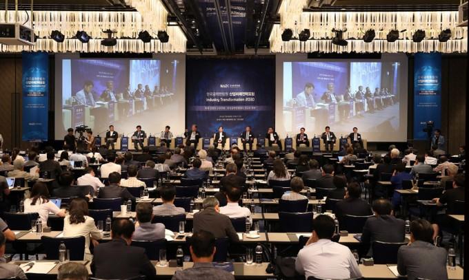 9일 서울 중구 포시즌스호텔에서 한국공학한림원이 개최한 산업미래전략포럼에서 주요산업 CEO와 CTO들이 의견을 말하고 있다. 사진제공 한국공학한림원