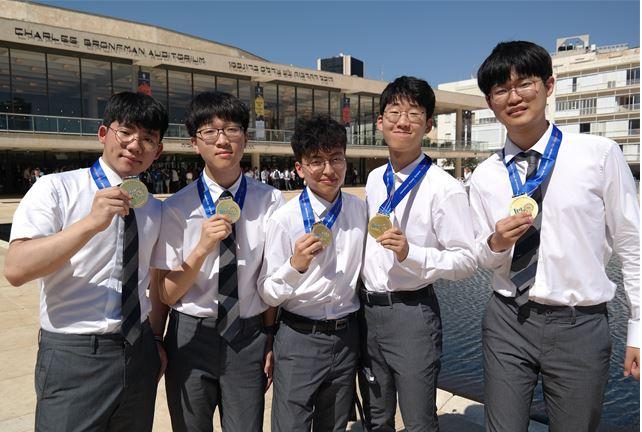 왼쪽부터 임태윤, 정경진, 배수정, 최수호, 윤후 학생의 모습이다. 한국과학창의재단 제공