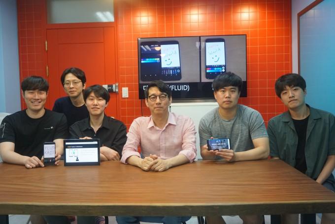 신인식 KAIST 전산학부 교수(가운데) 연구팀의 모습이다. KAIST 제공