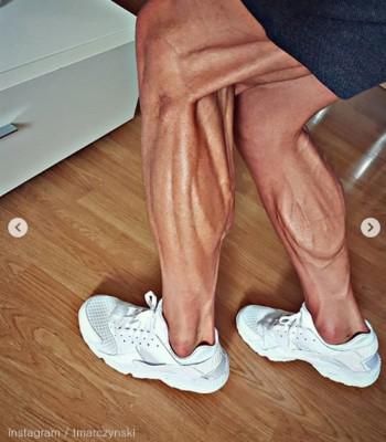 사이클 선수의 예술 같은 다리 근육
