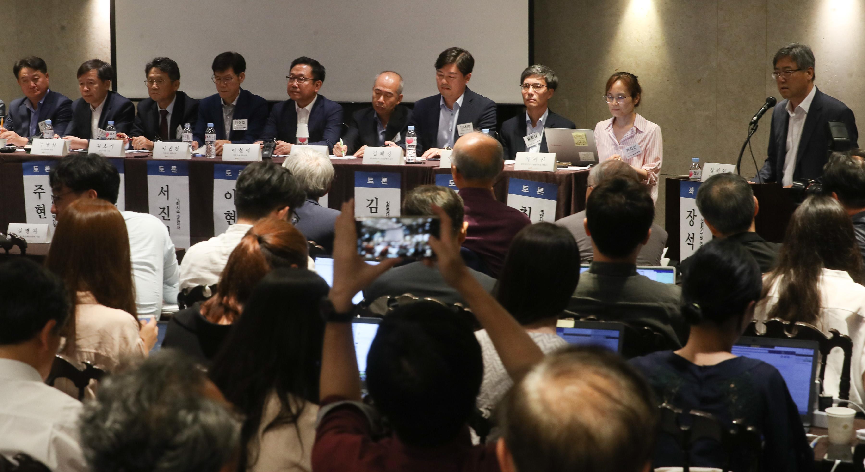 일본 반도체·디스플레이 소재 수출규제에 대한 과학기술계 대응방안 토론회에서 참석자들이 발언하고 있다. 연합뉴스 제공