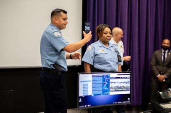 美경찰 '도우미'된 삼성…시카고 경찰차에 '덱스' 시범운영