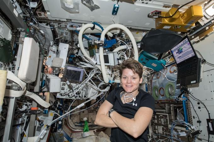 지난 1월 31일 ISS에서 체류 중인 우주비행사 앤 멕클라인의 모습. 마크 가르시아, NASA 제공