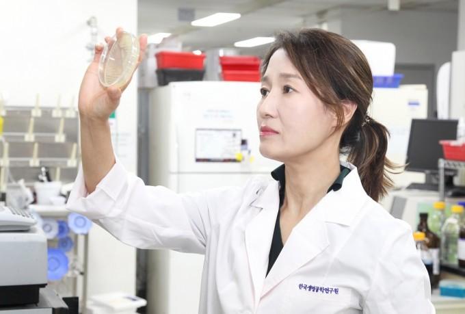 김명희 한국생명공학연구원 책임연구원이 비브리오 패혈증을 일으키는 독소의 작동 과정을 구체적으로 밝혔다. 한국생명공학연구원 제공