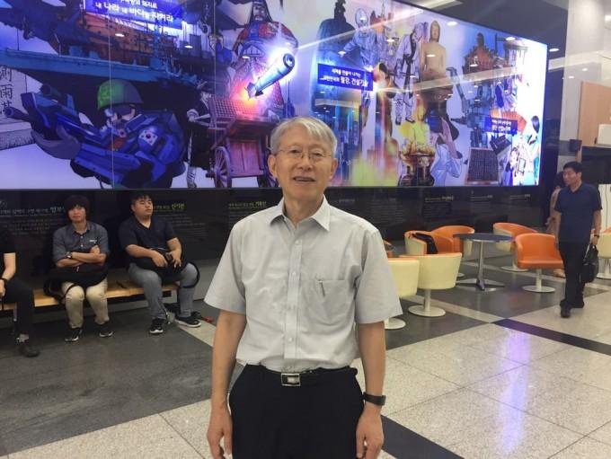 최 후보자는 이날 국립과천과학관 어울림홀 3층에 마련된 인사청문회 준비 사무실로 두번째 출근을 했다.고재원 기자 jawon1212@donga.com