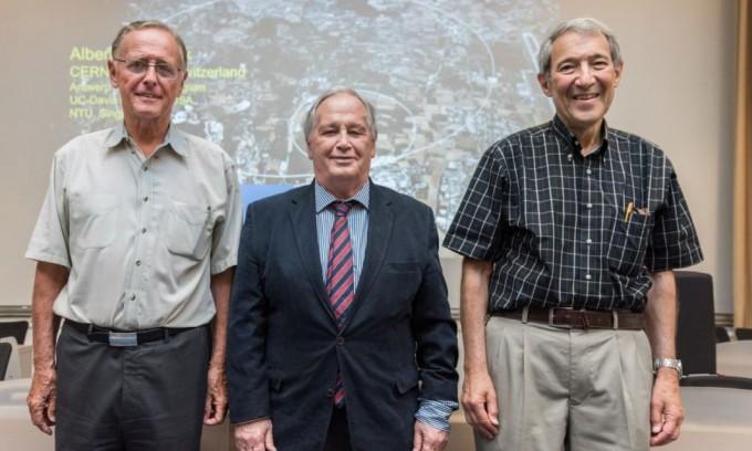 다니엘 프리드먼(오른쪽) 미국 메사추세츠공대 물리학과 교수, 피터 반 니에우웬휘젠(왼쪽) 미국 스토니브룩대 물리학과 교수, 세르지오 페라라(가운데) 미국 로스앤젤레스 캘리포니아대 천문물리학과 교수가 과학 오스카상이라고 불리기도 하는 브레이크스루상 수상자로 선정됐다. 유럽 입자물리연구소 제공
