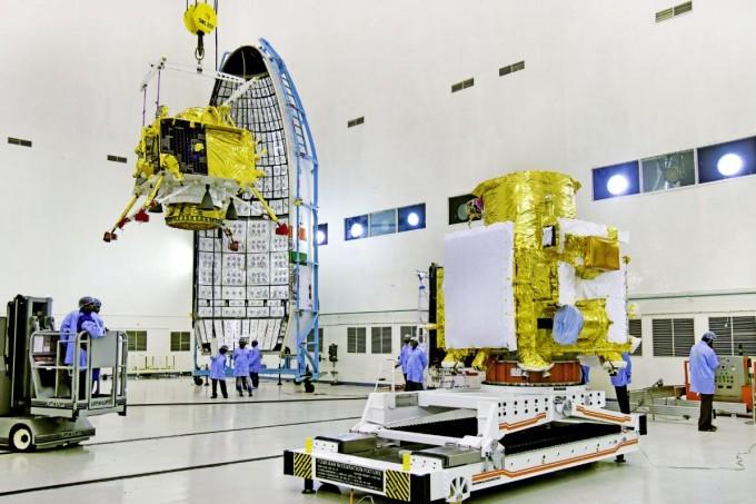 인도의 달 탐사선 찬드라얀2호가 달 궤도에 안착했다. 찬드라얀 2호를 구성하는 착륙선(왼쪽)과 궤도선의 모습이다. 인도우주연구기구 제공