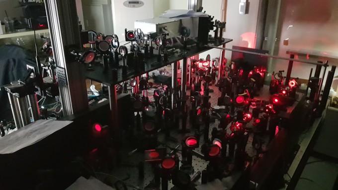 최원식 기초과학연구원(IBS) 분자분광학및동력학연구단 부연구단장 연구팀은 절개 수술 없이 살아있는 생물체의 신경망을 고해상도로 관찰할 수 있는 초고속 홀로그램 현미경을 개발했다. IBS 제공