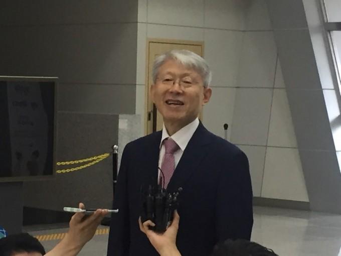 최기영 과학기술정보통신부 장관 후보자는 국립과천과학관 어울림홀 3층에 마련된 인사청문회 준비 사무실로 첫번째 출근을 했다. 고재원 기자 jawon1212@donga.com