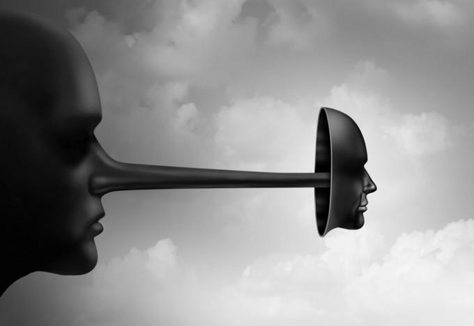 사람들은 행동에 대한 거짓말보다 자신의 인격, 인간 됨됨이에 대해 강조하다가거짓말을 할 때 더 충격을 받는다. 게티이미지뱅크